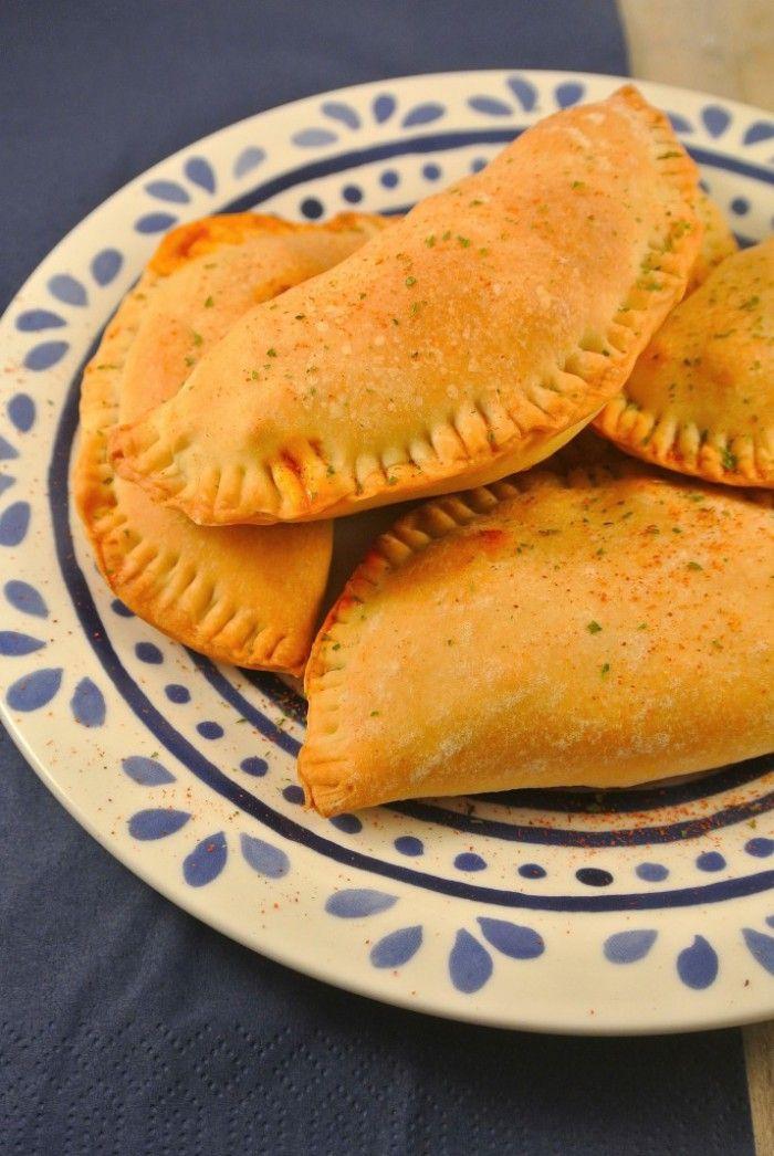 Pittige empanadas met een vulling van gehakt, prei, knoflook en kruiden.