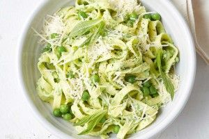 Tagliatelle with minted pea sauce