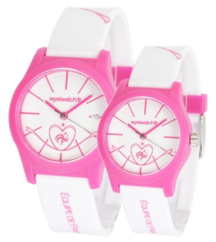 """La collection officielle des montres FFF by Wysiwatch ! La montre """"Equipe de France version femme"""" est toute rose ! Cette montre est pour vous mesdames, fans de football et de l'équipe de France."""
