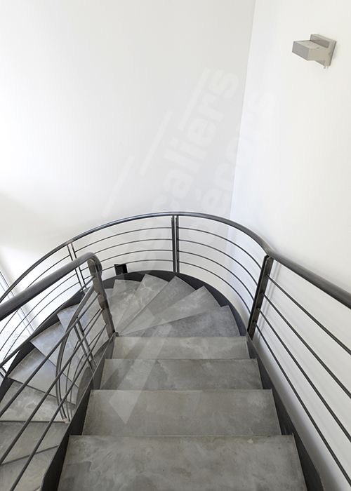 41 best un escalier en acier et b ton laissez monter le for Fabrication escalier beton interieur
