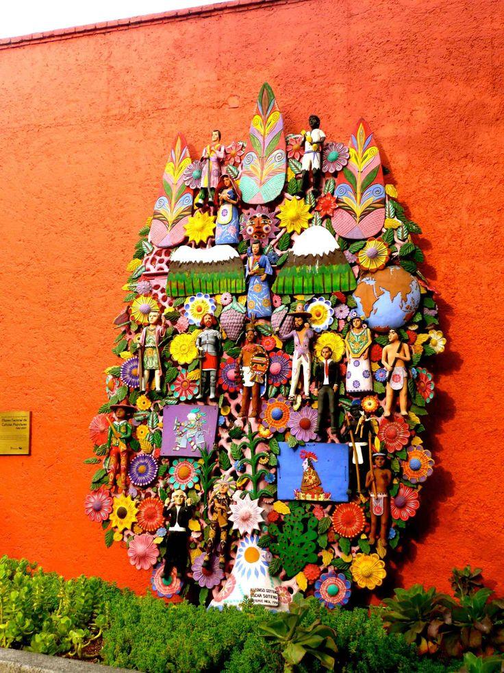 Arbol de la vida en barro. Fachada del Museo de las Culturas Populares, Toluca, Estado de Mexico