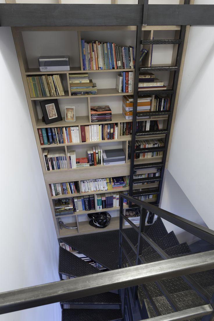 regał na książki, biala biblioteczka, books, bookstand, shelf, bookcase, projektowanie wnętrz, projektowanie mebli, Jacek Tryc, architekt, aranżacja wnętrz, warszawa, nowoczesne wnętrza, dobry architekt, interiordesigner, design, furniture, interiors,