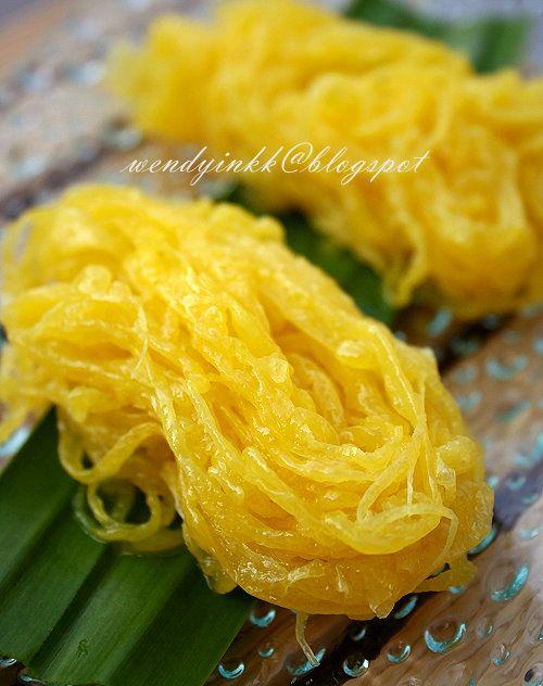 Kuih Jala Mas - Kuih ini merupakan sejenis hidangan kuih tradisional Melayu yang lemak manis yang dihasilkan dengan menggunakan kuning telur yang dimasak dalam air gula. Kuih ini sangat popular di sebelah timur Semenanjung Malaysia, khasnya di Kelantan