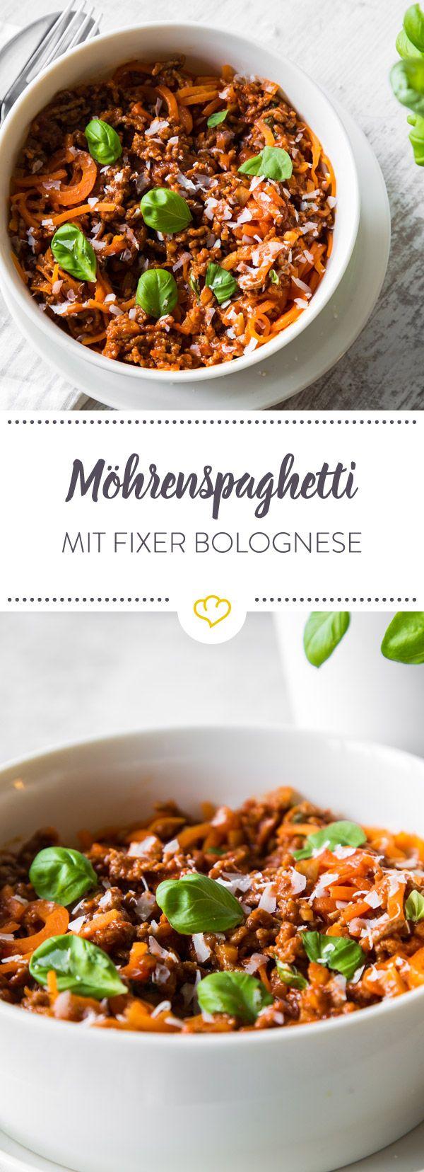 Heute vertreten knackige Möhrenspaghetti die klassische Pasta unter der schnellen Bolognese. So gelingt der italienische Klassiker Low Carb und lecker.