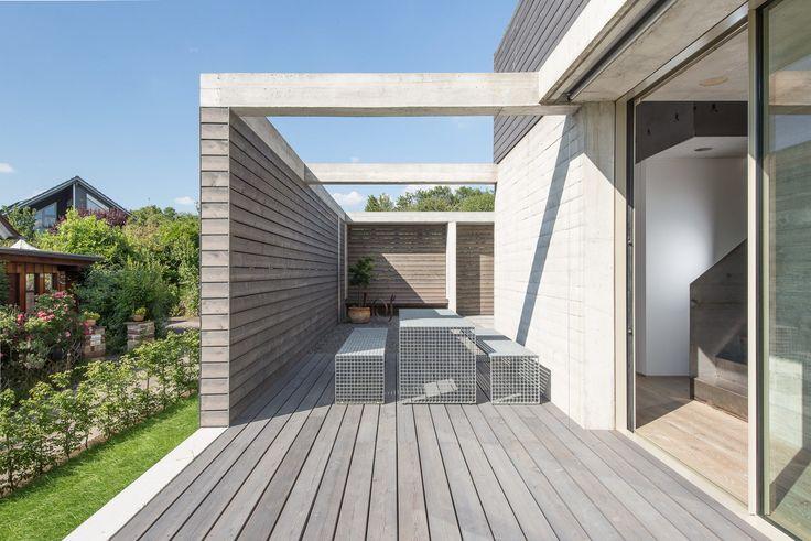 Brettverschalt im Neckartal – Einfamilienhaus in Esslingen – Jean van