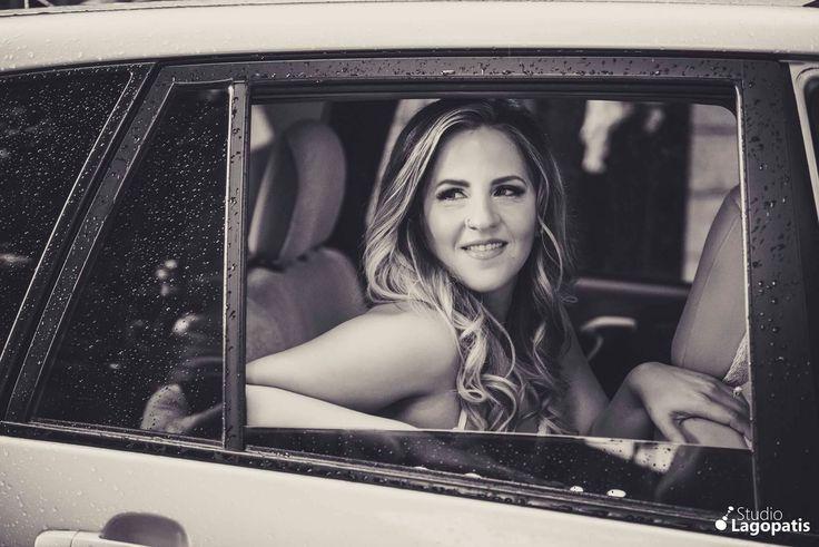 #beautifulbride #rainy #raindrops #wedding #weddingphotography #happybride #bride #weddingcar  #blackandwhite www.lagopatis.gr