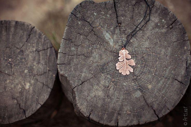 Это настоящий!!! дубовый лист, покрытый золотом! http://artleaf.ru/magazin/dub/