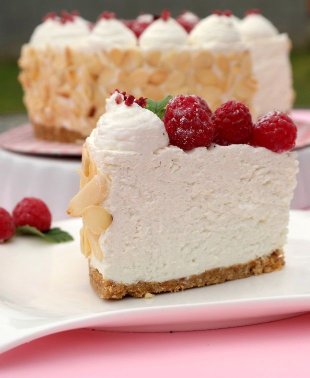 A túró a diétás sütemények legjobb alapanyaga! Sok fehérjét tartalmaz, szénhidrát viszont nincs benne.Ráadásul sokféleképpen variálhato...