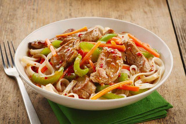 Facile à préparer en quelques minutes, ce sauté de carottes, de céleri et de porc tendre est une solution idéale pour les soirs de semaine.