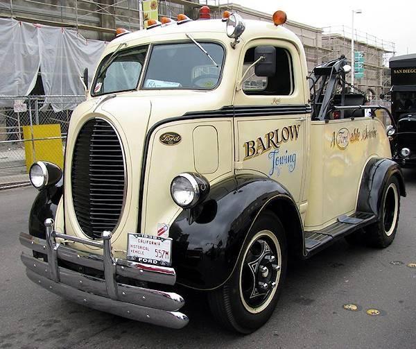 Old skool tow truck. I love it!