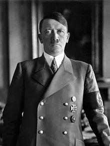 Adolf Hitler Millioner af døde: 70-80 Det nazistiske diktatur betød afskaffelse af fagforeningerne, fastfrysning af lønningerne, indførelse af censur og systematiske forfølgelser af jøder, Jehovas Vidner, sigøjnere, kommunister, homoseksuelle og ateister,[1] samt fysisk og psykisk handicappede. Udryddelserne varede helt frem til Nazi-Tysklands endelige nederlag til sovjetiske, britiske og amerikanske styrker i 1945, hvor Hitler begik selvmord i førerbunkeren, Berlin.