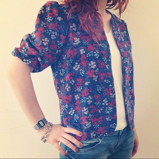 @ELLE Türkiye #ofistebugun çiçekli vintage ceket.