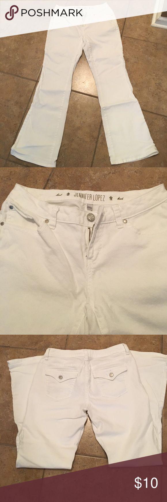 "Jennifer Lopez boot cut jeans Jennifer Lopez white boot cut jeans. Size 4. GUC. 28 1/2"" inseam. Great for spring! Jennifer Lopez Jeans Boot Cut"