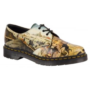 The Triumph of Camillus by 15th century Italian Renaissance painter, Di Antonio captures a post-battle parade with the hero who freed Rome. The classic 3 eye Dr. Martens shoe and signature air cushioned sole may not have changed over the years but we like to mix it up wherever possible with new finishes and colours. A great addition to our Reinvented range, which plays with history to create something new…