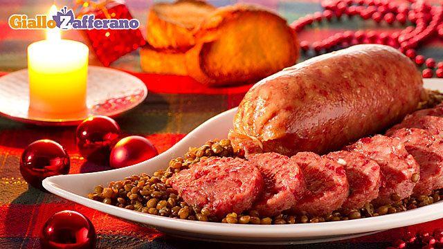 Il #COTECHINO CON LE #LENTICCHIE  è un piatto tipico del menu delle feste natalizie ed in particolar modo della notte di capodanno perché la tradizione vuole che mangiare un pezzetto di cotechino prima della mezzanotte, sia di buon augurio per l'anno nuovo. Qui la #ricetta di #GialloZafferano: http://ricette.giallozafferano.it/Cotechino-con-lenticchie.html  #Natale #Capodanno