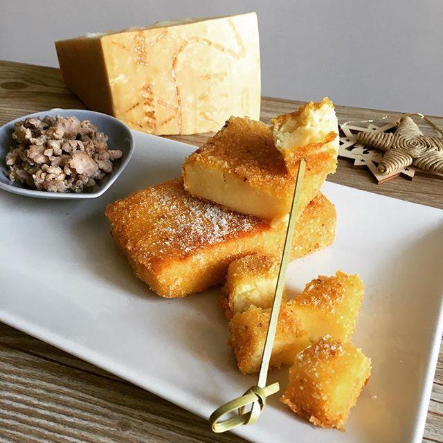 Bocconcini dorati di semolino incontrano una salsiccia saporita: un finger food tra tradizione e innovazione, perfetto da portare in tavola durante le feste! 🎄 #NataleConGranaPadano