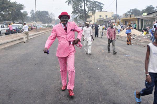 """""""Bacongo dandies"""" by Daniele Tamagni. Men from Brazzaville neighbourhood in Congo, from SAPE society (Societé des Ambianceurs et des Personnes Elégants)."""