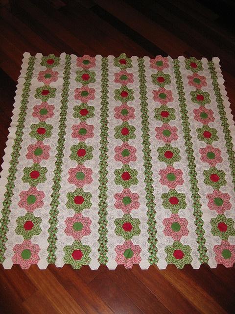 Hexagon Flowers Quilt by DKC22, via Flickr
