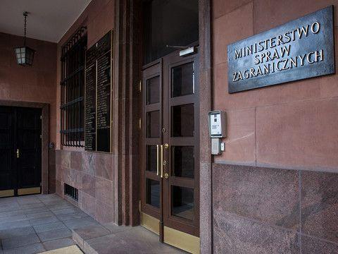 Podsekretarzem stanu odpowiedzialnym w Ministerstwie Spraw Zagranicznych za dyplomację ekonomiczną oraz politykę amerykańską i azjatycką został Robert Grey - poinformowało dziś Biuro Rzecznika Prasowe...