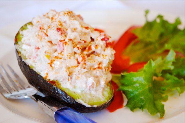 Нежный салат из авокадо и крабов — журнал клуба распродаж MAMSY