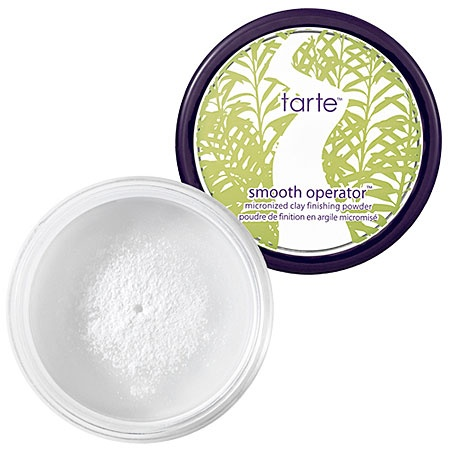 Smooth Operator Setting Powder by #Tarte. Its the best to set any liquid foundation. Psst..it also sets your eyeshadows and concealers makes it waterproof!