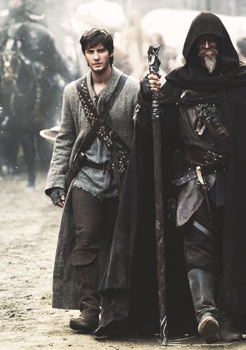 Tom Ward and John Gregory, the Spook - Ben Barnes and Jeff Bridges in Seventh Son (2014).: