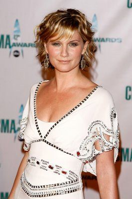 Jennifer Nettles beautiful attractive Hairstyles.