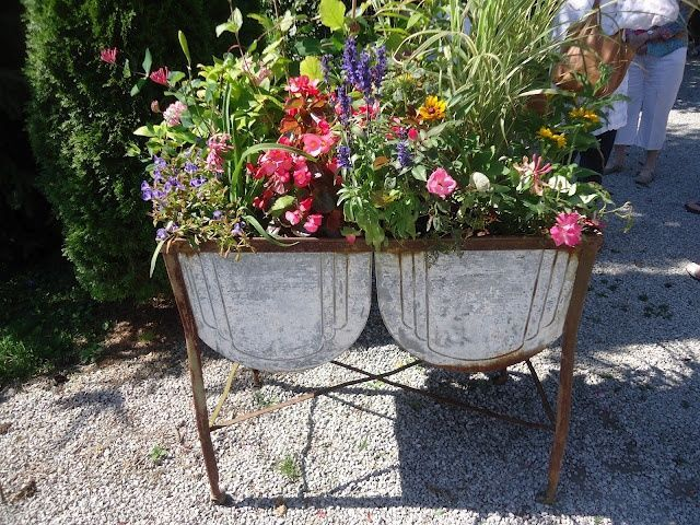 A Superb Idea For Adding Plants To An Old Galvanized Wash Basin These Make Gre Rustic Landscaping Front Yard Rustic Landscaping Rustic Planters