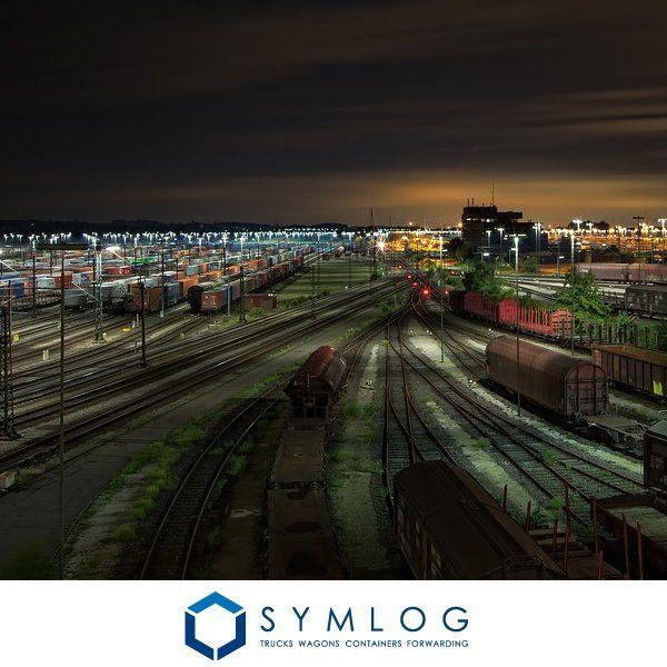 Koordynujemy pracę spedycji samochodowej, kolejowej, kontenerowej. Jesteśmy specjalistami w organizacji transportu multimodalnego.