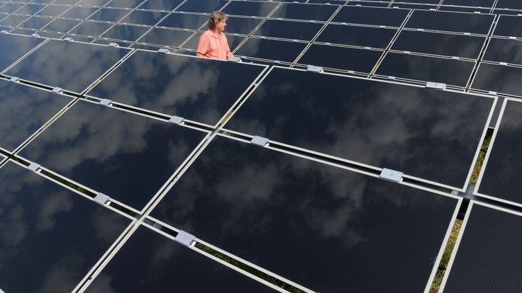 Grace aux progrès technologiques et à la production massive de panneaux solaires, l'énergie solaire bientôt moins cher que le charbon