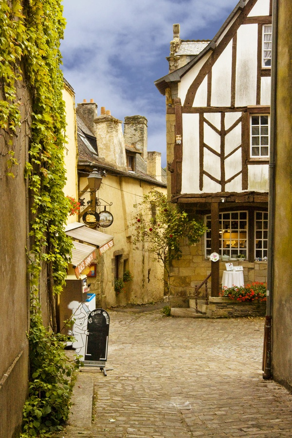 Travel Tips for France - how cute is Rochefort-en-Terre, Brittany in France #france #travel