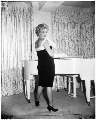Marilyn Monroe (in different poses), 1958 :: Los Angeles Examiner Collection, 1920-1961