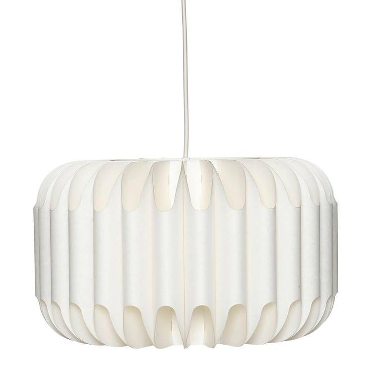 Deze prachtige papieren hanglamp van Hübsch is een mooi en slim ontwerp dat als een plat pakket geleverd wordt. Binnen een paar minuten is de lamp klaar voor gebruik.