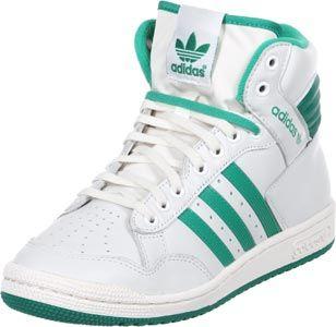 De Adidas Pro Conference Hi Schoen is terug! De basketbal-ster uit de jaren 80 maakt in eenvoudige colorways de straten en velden onzeker en overtuigd retro-fans met zijn vintage-effect.Hier krijg je de witte sneaker niet alleen uit echtleder, maar ook met een licht vergeelde buitenzool. een absolute eye-catcher is het groene rubberen gedeelte op de hiel, wat aan een sierharmonica herinnert.Groen is ook bij de zachte voering, de logoprints en de synthetische strepen.Mooie…