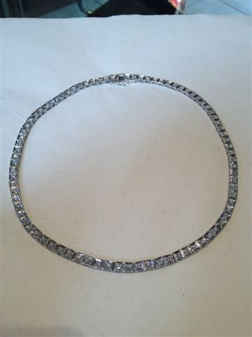18ct white gold necklace with brilliant cut diamonds