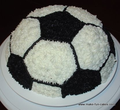 Learn to make a soccer cake with free instructions and photos.  It has never been so easy to make such a great cake.  Amazing soccer cake for end of season soccer parties, birthday parties and more.