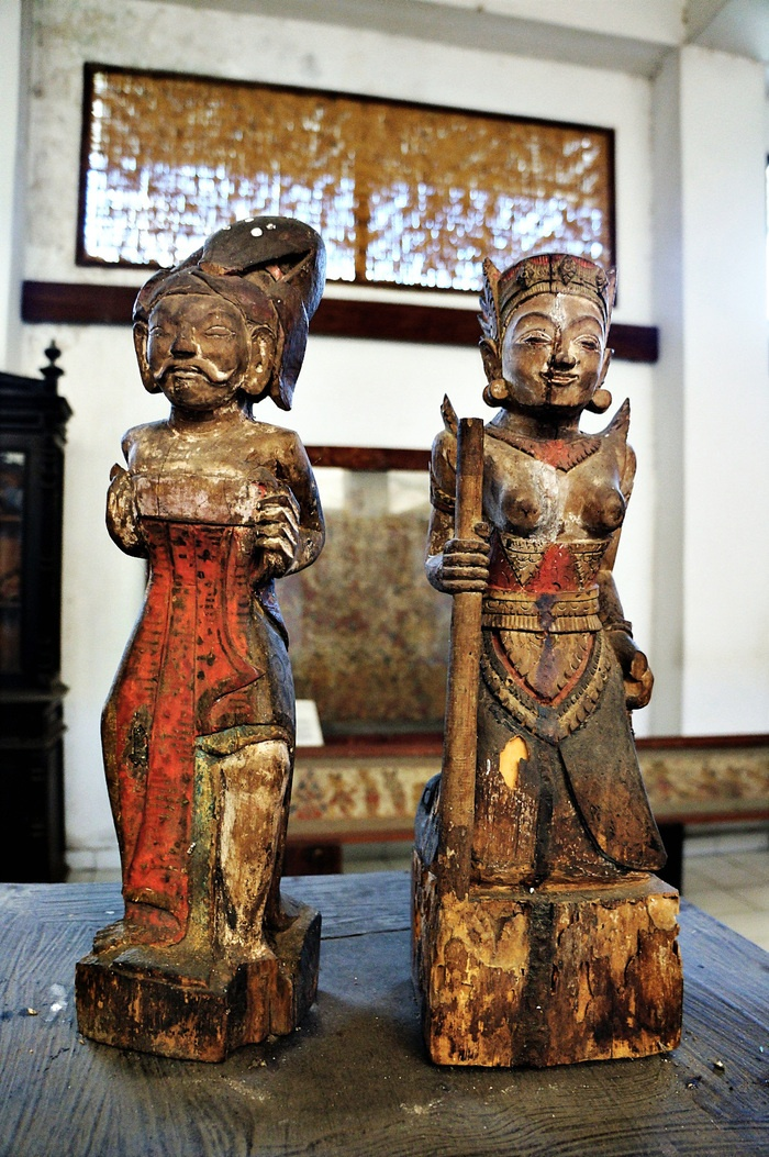 Old Balinese sculptures. Photo by Raditya Margi.