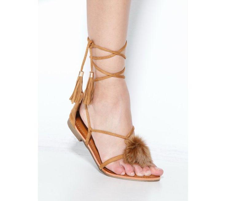 Žabky so šnurovaním, strapcami a bambuľkou   modino.sk #ModinoSK #modino_sk #modino_style #style #fashion #summer #sandals