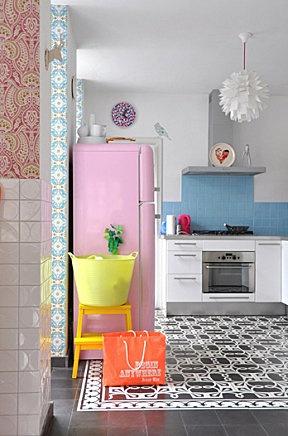 Zilverblauw house, totally mod kitchen