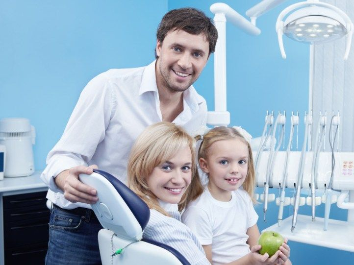 Top 4 Things To Look For In A Family Dentist Choosing the right dentist for your family can be a complex decision. But it doesnt have to be! There are 4 important things that you should look for in a dental practice. A family dental practice that meets or exceeds all of these requirements is likely a high quality professional and welcoming practice.  Technology Your family dental practice should have the most modern dental technology and follow the most up-to-date dental procedures. Staying…