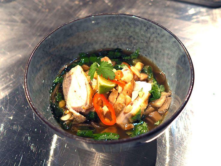 Ramensoppa med kyckling och sobanudlar | Recept från Köket.se