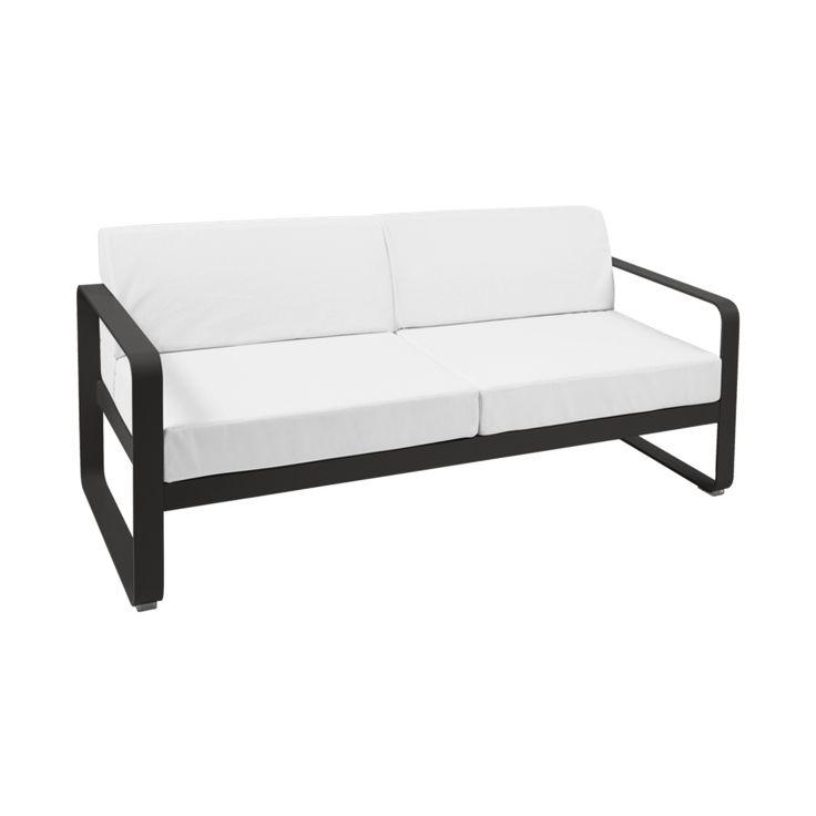 Canapé Fermob collection Bellevie. Canapé avec structure et piètement en aluminium. Très résistant à l'eau, le canapé est garanti 3 ans. Peut être retiré en magasin ou livré à domicile.