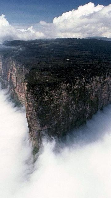 Table Mountain, Guiana Shield (ex calibur, via Flickr). HC