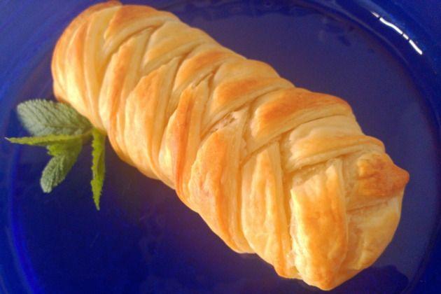 Trenza de hojaldre con salmón. Receta muy sencilla y paso a paso para preparar este exquisito plato que dejará a todos gratamente sorprendidos.