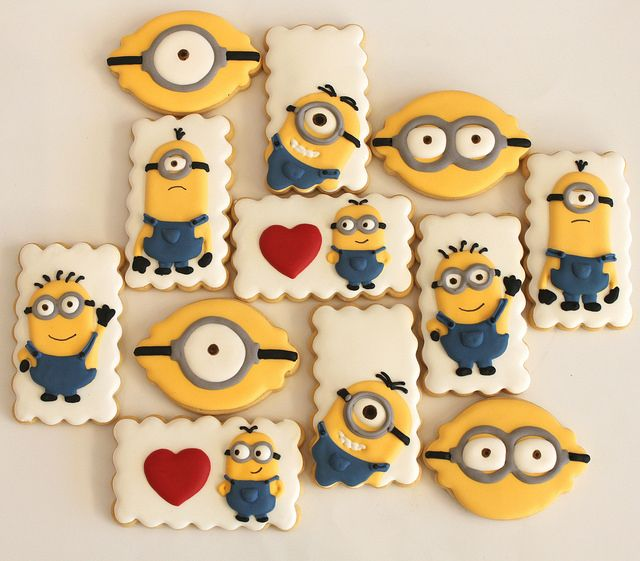 Minion cookies by Miss Biscuit