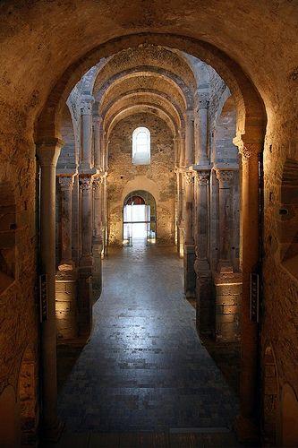 Interior del Monasterio de Sant Pere de Rodes, #PortDeLaSelva, #Girona http://www.viajarabarcelona.org/ciudades-cercanas/costa-brava/ #turismo #Catalunya