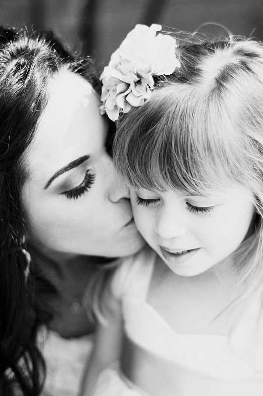 wedding day photo ideas - bride kiss flower girl