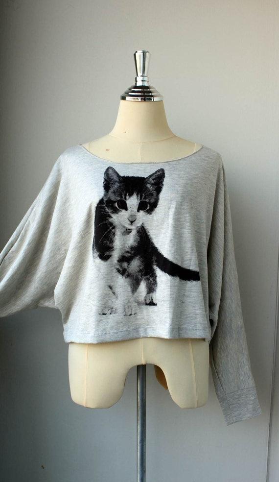 its a cat sweater! im in love