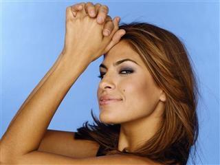Esto es Eva Mendez Mexican American beauty.