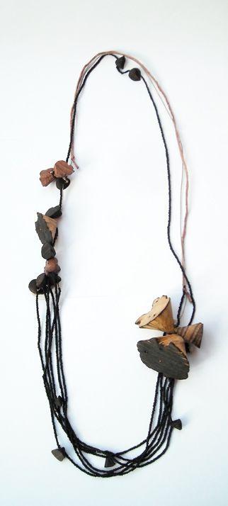 Collana Wood Flowers - Flora Vagi - Ungheria - Realizzata in quercia, smalto freddo e acciaio